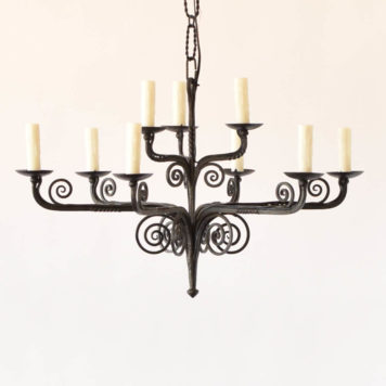 Simple black iron chandelier from Burgge