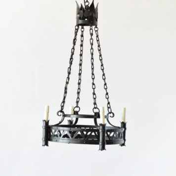 4 light neogothic chandelier with delta cutout