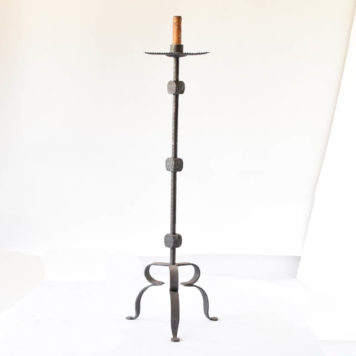 Floor lamp with iron blocks