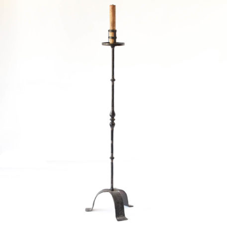 Iron floor lamp with turned column