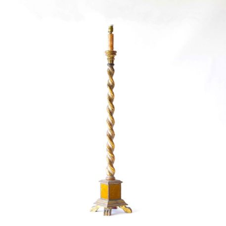 Oron floor lamp with gold tint and twisted center column